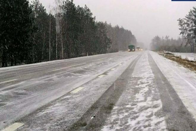 Траси Київщини засипає снігом: ввели обмеження руху (перелік доріг)