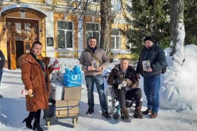 """Активісти """"ЄС"""" передали медзасоби для поранених захисників України"""