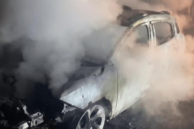 Вночі у Києві спалили автівку відомого журналіста. Вже вдруге за останні кілька років