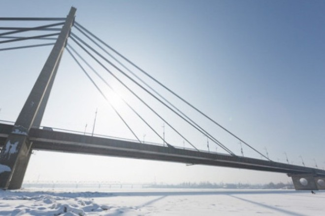 Чоловік стрибнув у річку з Північного мосту. Шукали рятувальники