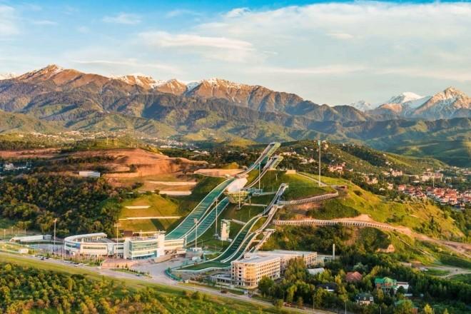 Підкорити Чимбулак чи розважитись на Кок Тьобе: SkyUp запускає нові рейси до Казахстану