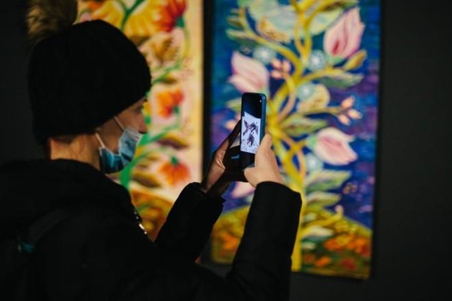 Гобелен + доповнена реальність. Унікальна виставка про гармонію Світу відкрилась у Лаврі