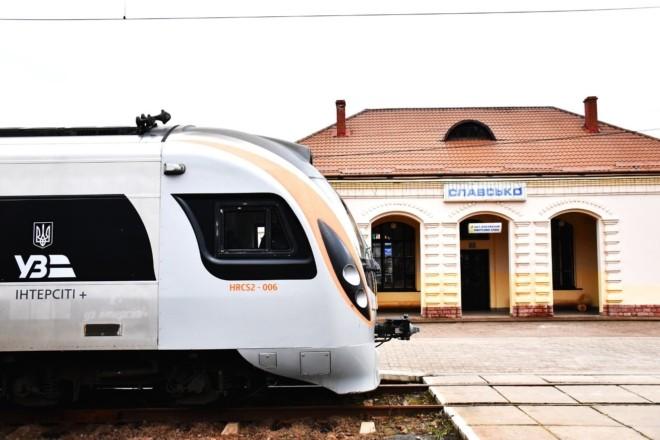 Поїзд з Києва до Славського буде курсувати далі, але під іншою назвою