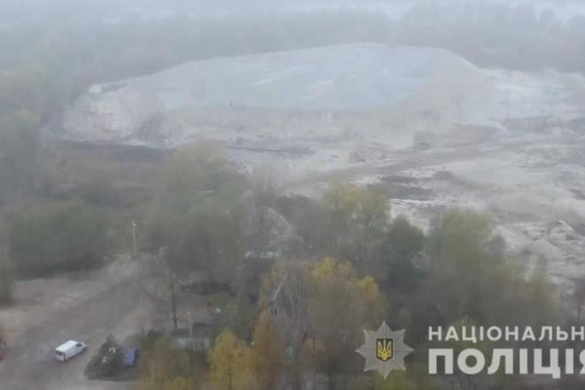 """На Київщині """"взяли за жабри"""" директора приватної фірми, що незаконно добувала пісок"""