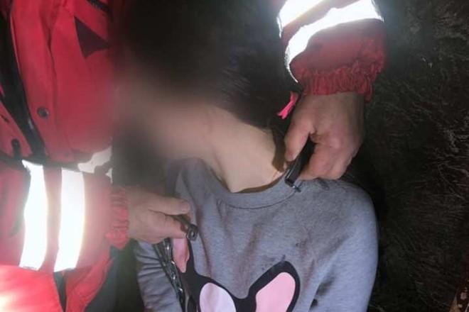 Замість лицаря в сяючих обладунках, рятувальники в червоних костюмах: дівчина постраждала у квесті