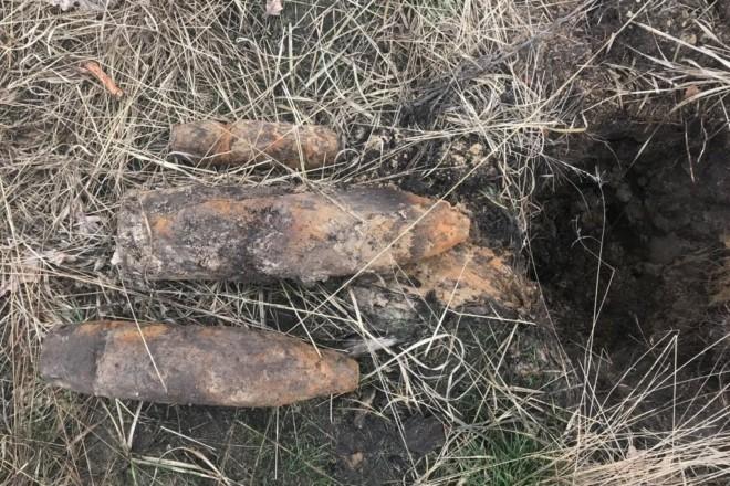 Вибухонебезпечно. У Києві відкопали кілька артснарядів, один із них – на будмайданчику