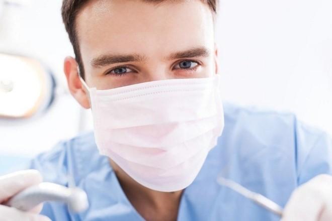 У Києві лікар-стоматолог грабував пацієнтів та намагався вбити електрострумом
