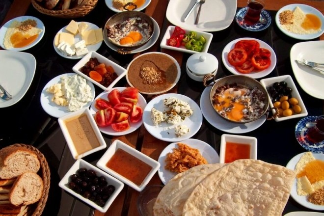 В Туреччині послабили карантин, тепер там можна попоїсти