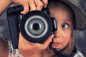 """На Київщині виявили """"фотографа"""", який примушував дітей до порно сесій"""