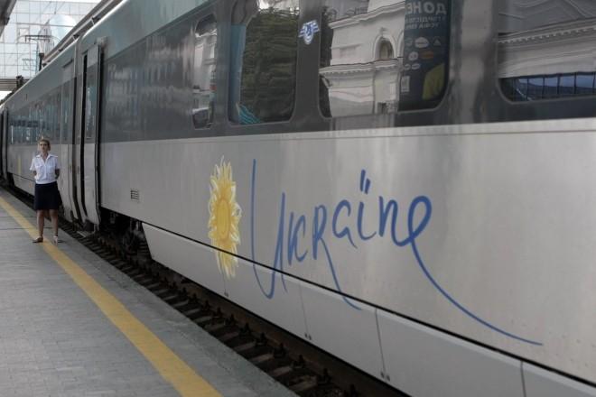 Подарунок на 8 березня: Укрзалізниця влаштує своїм пасажиркам онлайн-кінотеатр в дорозі