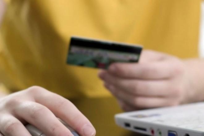 Шахраї онлайн полюють на довірливих власників карток: як не втрапити у халепу
