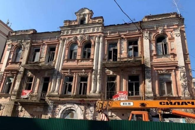 Чому обнесли будівельним парканом історичний будинок на Тургенєвській – подробиці