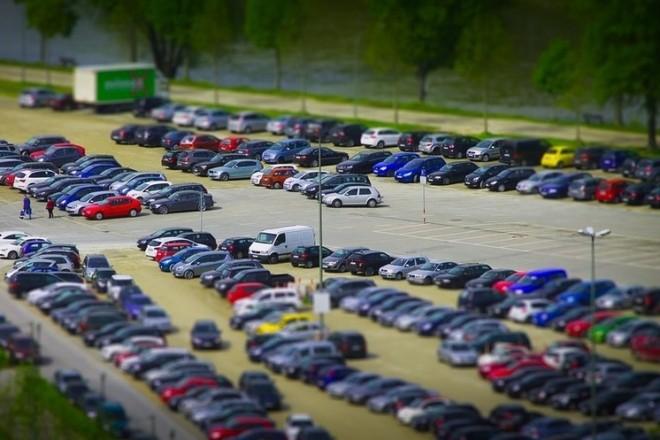 Понад 350 парковок працюватимуть безкоштовно з 5 квітня (КАРТА)