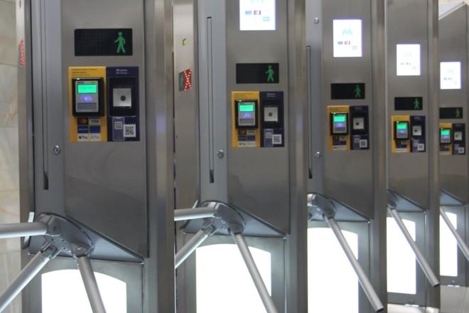 Ще одну станцію метро облаштовують новими турнікетами