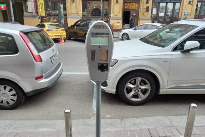 """Платні парковки і автофіксація порушень при паркуванні – водіїв чекають """"сюрпризи"""" після локдауну"""