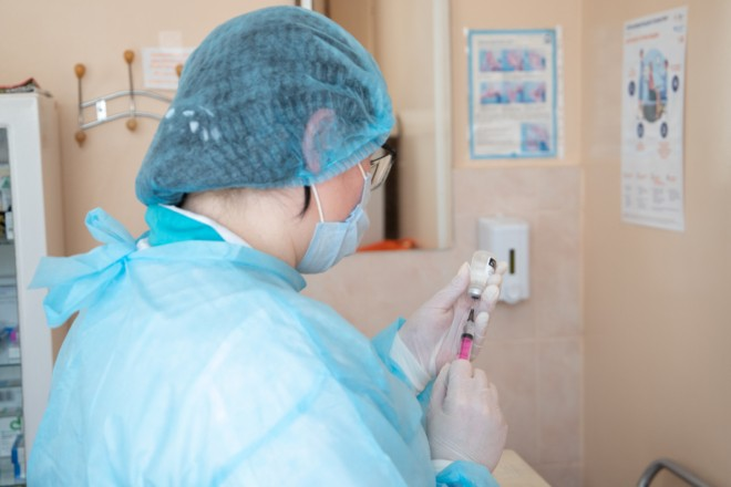 В Україні зареєстрували ще одну вакцину AstraZeneca – її очікують завтра