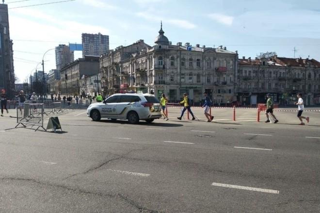 """Київ сьогодні """"біжить"""" марафон – що потрібно знати про обмеження руху і роботу транспорту"""