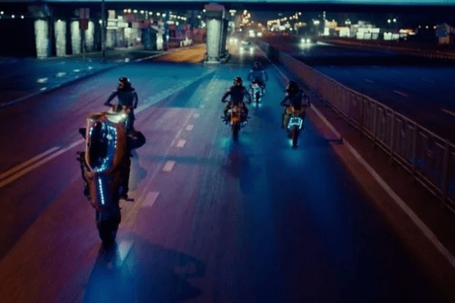 """Дарницький міст став """"зіркою"""" у кліпі британського дуету Royal Blood"""