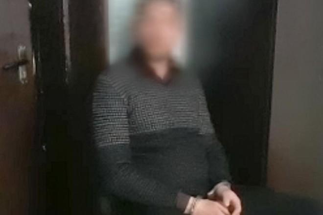 Вдерся до автівки і змусив віддати $5 тисяч. У Києві затримали зухвалого грабіжника