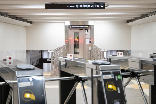 """Підйомники, нові двері і турнікети: станцію """"Нивки"""" облаштують для пасажирів на візках"""