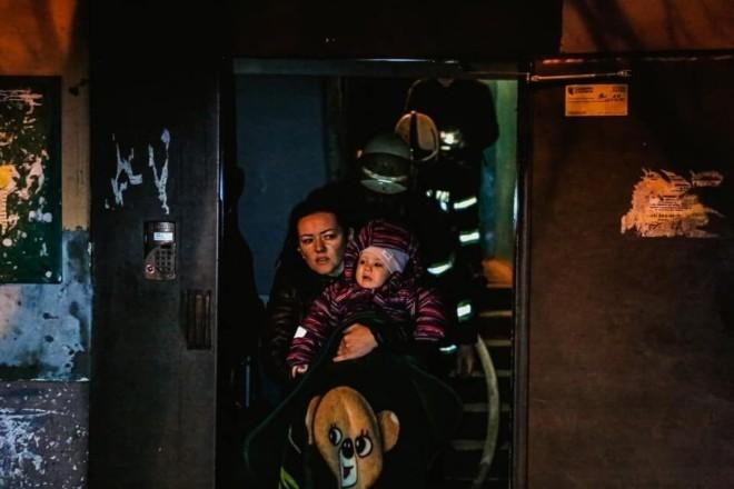 Евакуація серед ночі. На Дарниці горів житловий будинок (ФОТО)