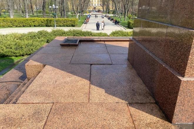 Марафет для Кобзаря: у столиці віддраїли сходи і постамент пам'ятника (ВІДЕО)