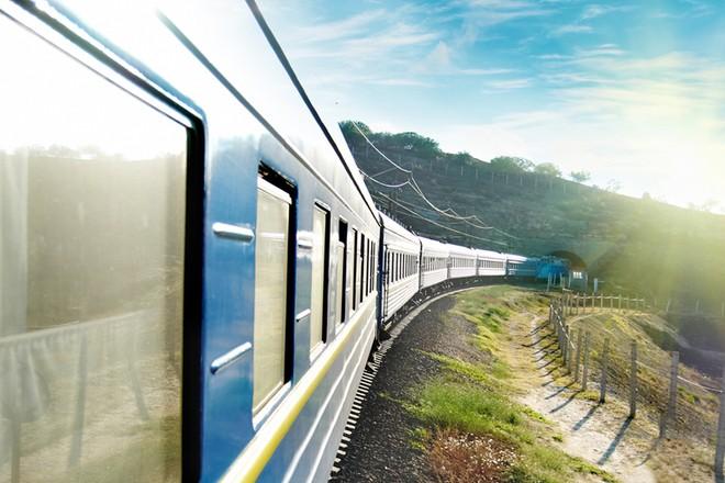 """На травневі свята """"Укрзалізниця"""" запустить додаткові поїзди: деталі"""