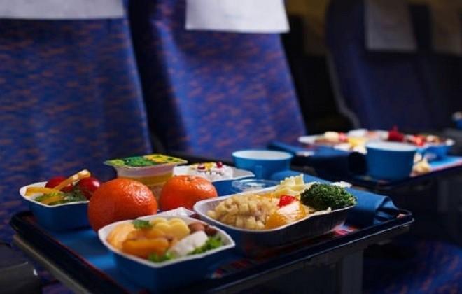 Що найчастіше українці їдять у поїздах (СТАТИСТИКА)