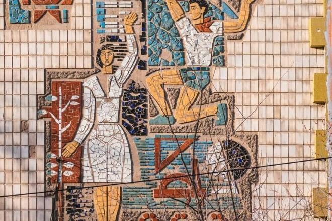 """Яскраву мозаїку на гімназії хотіли """"утеплити"""": подробиці"""