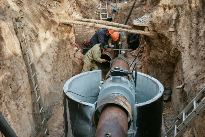 Нове життя ржавим трубам! На Солом'янці обновили 70-річний газопровід (ФОТО)