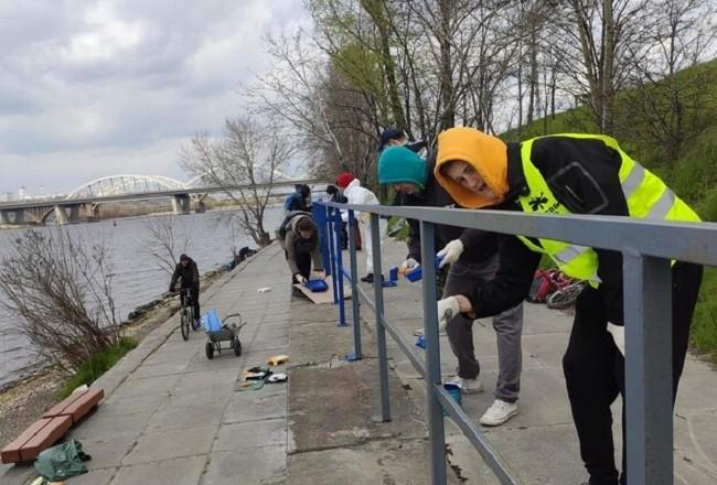 З набережної Дніпра постирали графіті. Радіють не всі (ФОТО)