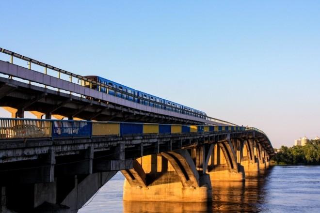 На Великодні свята у Києві перекриють міст метро: деталі