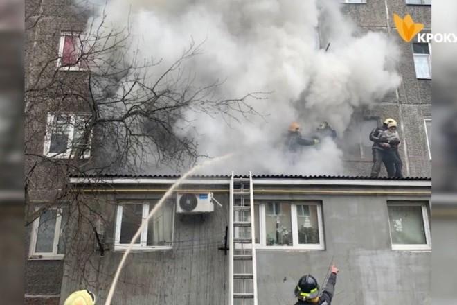 Жінка ледь не згоріла у захаращеній сміттям квартирі