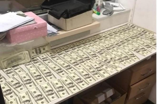 Ціна питання – $ 40 тисяч. Бориспільський депутат шантажував приватного нотаріуса ліцензією