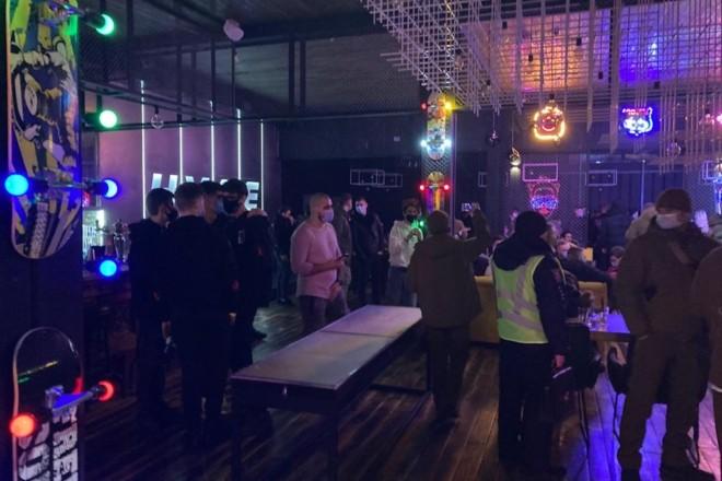 """В Києві закрили ресторани та нічні клуби: """"герої"""" порушення карантину"""