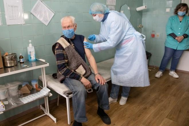8 940 нових випадків коронавірусу та 12 144 щеплення в Україні за добу