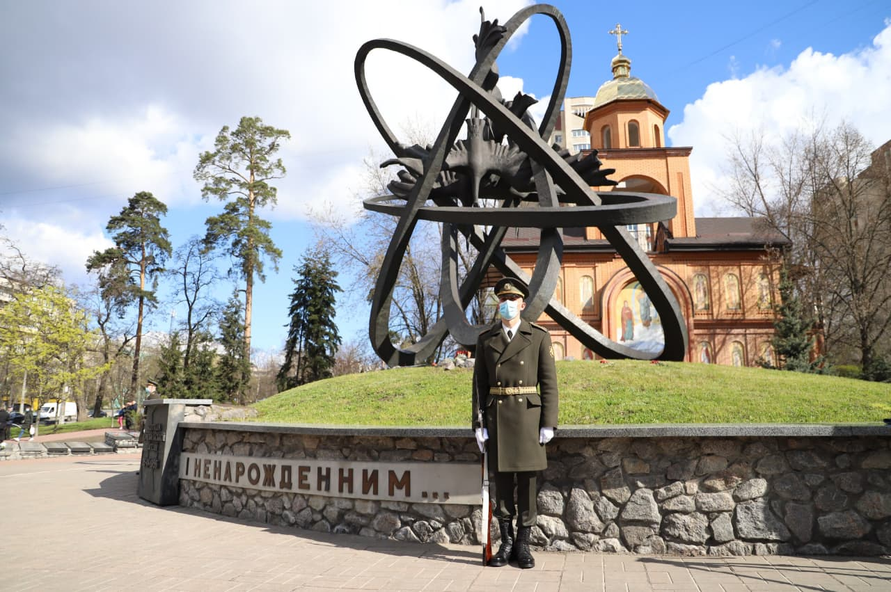 Жертвам Чернобыля памятник