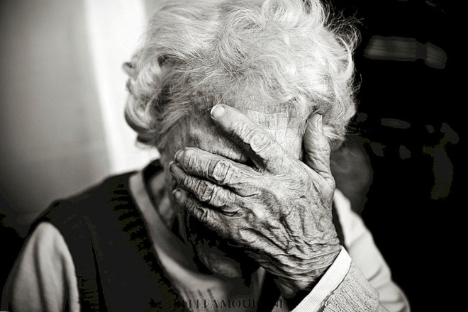 Завдяки уважним сусідам. На Київщині практично оживили подружжя пенсіонерів, які отруїлися газом