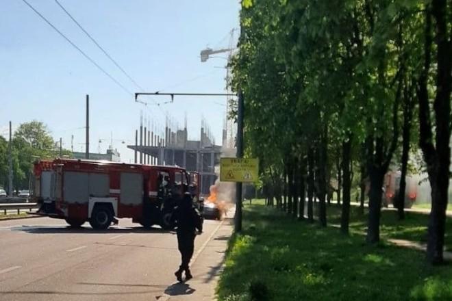 На Борщагівці посеред дороги згоріла автівка