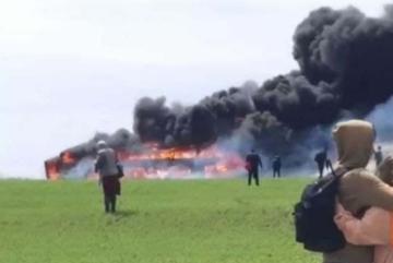 Чорний дим видно за кілометри: на трасі Київ – Одеса вщент згорів автобус