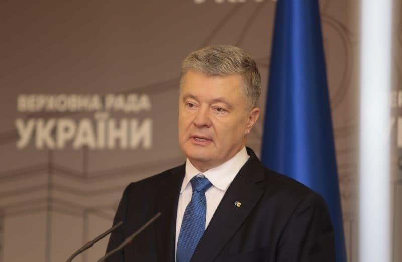 Петро Порошенко заявив, що проблема не лише у четвертому за два роки міністрі МОЗ Зеленського