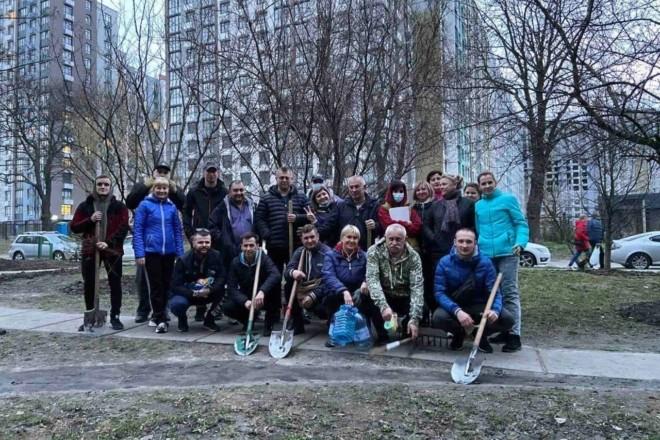 Ще одну зелену зону на Подолі врятовано спільними зусиллями мешканців – ФОТО