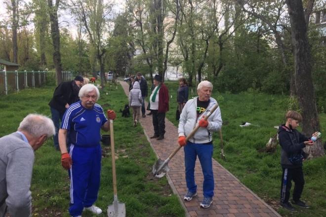 На Русанівці висадили алею фруктових дерев (ФОТО)