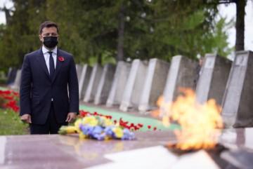 Зеленський записав відеозвернення з нагоди Дня пам'яті та примирення (ВІДЕО)