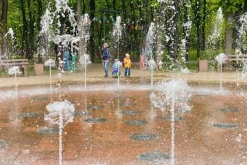 Світло-музичний фонтан у Сирецькому парку прокидається після зими – графік