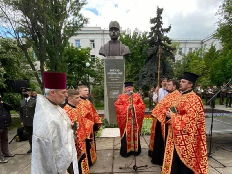 На Лук'янівці відкрили пам'ятник австрійському ерцгерцогу Василю Вишиваному (ФОТО)