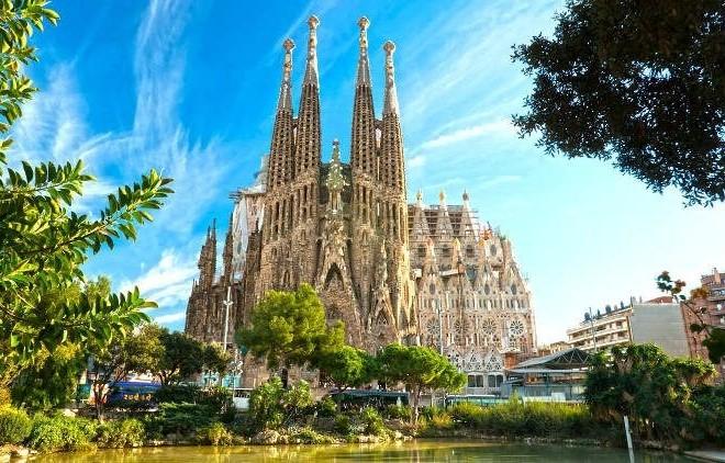 Бюджетний лоукостер пообіцяв з липня рейси до Барселони