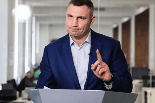 """""""Столичну владу так не кошмарили, навіть у махрові часи Януковича"""". Кличко """"роздав"""" за обшуки"""