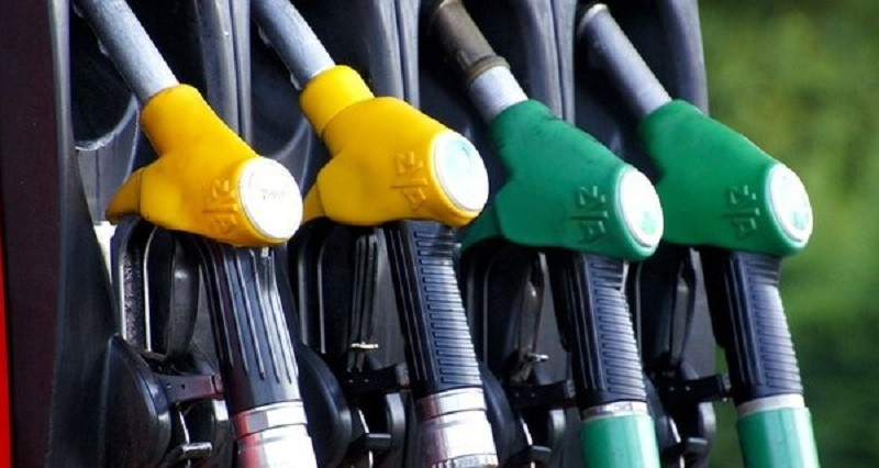 Українські АЗС масово припиняють продаж преміального пального: причина