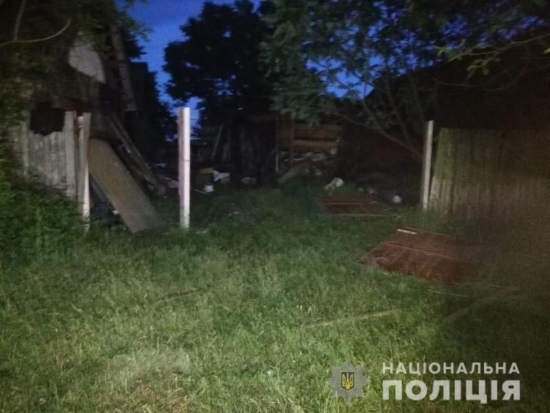 Металевим прутом в груди. Чоловіку на Київщині пробили легені і поламали ребра